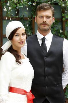 Fahriye Evcen, Murvet, and Kivanç Tatlıtuğ, Seyit on their wedding day in 'Kurt Seyit ve Şura', 2014