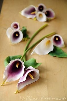 Gumpaste Calla Lilies Tutorial http://www.flickr.com/photos/willcookforfriends/