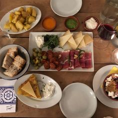 das Budget einen Ausflug in diese Küche normalerweise Tapas Bar, Vienna, Budget, Food, Philosophy, Spanish, Essen, Meals, Budgeting