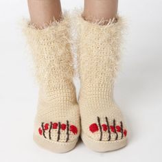 """""""Unshaven in Winter"""" slippers pattern to crochet You crochet slipper right? I would like these :) And they have such a fitting name too Crochet Slipper Pattern, Knitted Slippers, Slipper Socks, Crochet Slippers, Crochet Patterns, Crochet Humor, Knit Or Crochet, Crochet Crafts, Crochet Projects"""