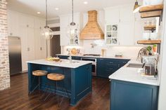 In this pin you will see important kitchen cabinet ideas and examples Blue Kitchen Cabinets, Blue Kitchen Decor, Outdoor Kitchen Design, Painting Kitchen Cabinets, Kitchen Cabinet Design, Kitchen Colors, Rustic Kitchen, Kitchen Storage, Hague Blue Kitchen