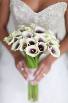 the colors in this bouquet are so fresh - love the fade-out from the center!