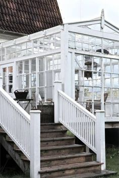 Greenhouse room made from recycled windows on deck Outdoor Rooms, Outdoor Living, What Is A Conservatory, Conservatory Ideas, Recycled Windows, Diy Greenhouse, Homemade Greenhouse, Glass House, Cabana