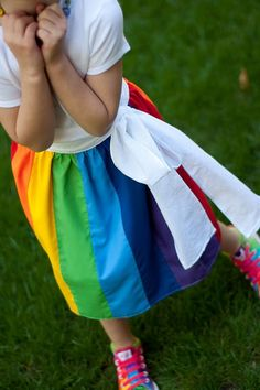 Aesthetic Nest: Sewing: Rainbow Wrap Skirt (Tutorial)- ok, this is more for MY wish list! I love how the white sash looks like a cloud. Rock Design, Diy Clothing, Sewing Clothes, Clothing Patterns, Sewing Patterns, Gay Pride, Wrap Skirt Tutorial, Shirt Tutorial, Rainbow Birthday Party