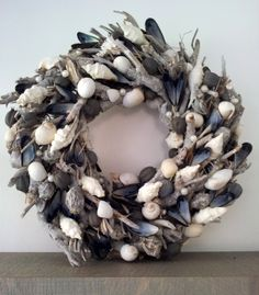 Wreath with shells  www.ivnjenhuis.nl