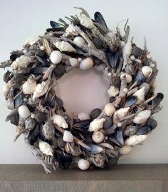 Wreath with shells www.ivnjenhuis.nl