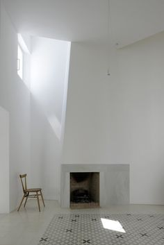 White Fireplace with Monaco-style carpet - Dream House Space Architecture, Architecture Details, Architecture Interiors, Residential Architecture, Contemporary Architecture, Arch Interior, Interior And Exterior, Sombra E Penumbra, White Fireplace