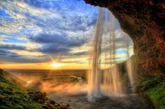 Cascade de Seljalandfoss, Islande : Les chutes d'eau les plus spectaculaires du monde - Linternaute.com Voyager