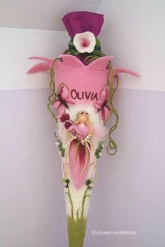 Gefilzte, rosa Schultüte in der Form einer Blume mit einer märchenhaften Fee für den ersten Schultag/ fairytale school cone in pink, back to school made by filz-fussel-werkstatt via DaWanda.com
