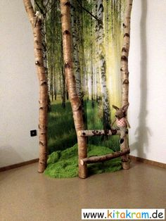 Birch forest in the group room – KitaKram.de – Birkenwald im Gruppenraum – KitaKram. Kids Playroom Colors, Playroom Ideas, Boy Room, Kids Room, Paper Mache Tree, Birch Forest, Jungle Room, Deco Nature, Classroom Decor