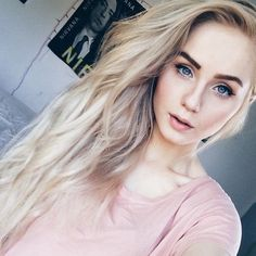 10 ideal blonde hairstyles for women with blue eyes. Blonde Hair Red Lipstick, Dark Roots Blonde Hair, Blonde Hair With Highlights, Blonde Hair Blue Eyes, Balayage Hair Blonde, Platinum Blonde Hair, Purple Hair, Dark Hair, Low Lights Hair