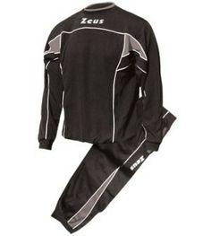Fekete-Szürke Zeus Pucci Edzőmelegítő Szett masszív, kényelmes, kopásálló, légáteresztős, könnyen szárad, színtartó, belebújós, mely pulóverként is kitűnő választás, klasszikus, retros vonalvezetés. Teljes korosztály számára, szabadidős, otthoni tevékenységekhez is remek választás. Fekete-Szürke Zeus Pucci Edzőmelegítő Szett 8 méretben és további 7 színkombinációban érhető el.
