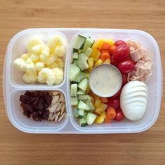 Prepped lunches, work lunches, lunch snacks, school lunches, lunch re Lunch Meal Prep, Meal Prep Bowls, Healthy Meal Prep, Healthy Foods To Eat, Healthy Eating, Healthy Recipes, Lunch Time, Lunch Snacks, Lunch Recipes