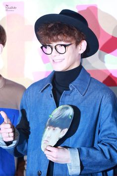[PIC] 150401 Chen (cr you and me)