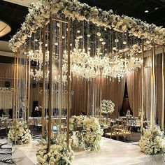 Canopies dressed in florals and suspended blooms and glamorous chandeliers.... #heavenly #followOurGrams #wweds @floraeventi @dureevents  @royalsonestahou  ・・・ #eventdesign #eventdecor #floraeventi #flowersmakefabulous #weddings #weddingreception #sweethearttable #floraeventihouston #eventstyle #eventdetails #weddingideas #weddinginspiration