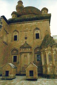 Ishakpasa Saray family mausoleums