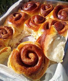 Ρολά κανέλας !!! ~ ΜΑΓΕΙΡΙΚΗ ΚΑΙ ΣΥΝΤΑΓΕΣ 2 Sweet Buns, Sweet Pie, Super Donut, Quick Cake, Chocolate Cake, Donuts, Food Processor Recipes, Food And Drink, Cooking Recipes