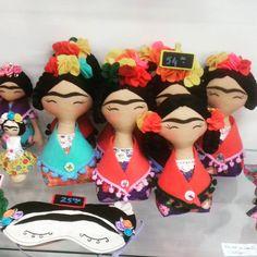 As mini Fridas de Feltro 😍  #FridaKahlo #Feltro #MegaArtesanal #MegaArtesanal2016 #FeiradeArtesanato #ArtesanatoModerno #FeitoàMão #Craft #Handmade