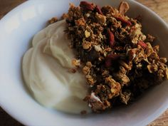 Homemade Crunchy Granola: No refined sugars and so yummy!
