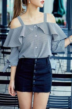 Spring Outfit Ideas for Every Day of the Month - - 48 Street Style Looks Your Wardrobe Needs This Spring 90s Fashion, Trendy Fashion, Korean Fashion, Fashion Dresses, Fashion Clothes, Diy Clothes, Street Fashion, Vintage Fashion, Spring Outfits