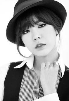 Sunny Lee Soonkyu of Girls' Generation for Mr. black and white pictorial Sooyoung, Seohyun, Kim Hyoyeon, Kpop Girl Groups, Korean Girl Groups, Kpop Girls, Jessica Jung, Girls Generations, Yuri