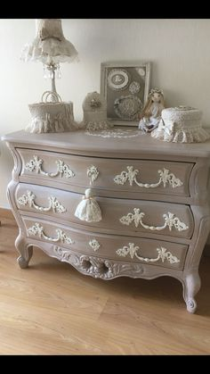 Home Furniture White - Annie Sloan Painted Furniture - - - Upcycled Furniture Living Room - French Furniture, Refurbished Furniture, Paint Furniture, Upcycled Furniture, Furniture Makeover, Vintage Furniture, Furniture Design, Furniture Ideas, Furniture Removal