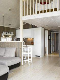 ÅPNET OPP: På den opprinnelige tegningen til Saltdalshytta er det egentlig lukket mellom kjøkkenbenken og stuen, slik at man kan ha overskap. Dette valgte eierne å endre på, slik at det ble helt åpent ut til stuen. De synes det ble luftigere og mer sosialt. Little Log Cabin, Small Apartments, Cottage, Houses, Rooms, Interiors, Bed, Furniture, Home Decor