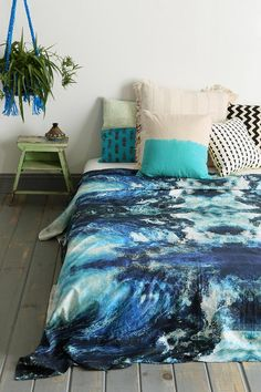 Bed Sheets Magical Thinking Mirrored Geode Tapestry Magical Thinking Devi Medallion Duvet Cover The Top 3 Places to Get Dorm Decor Plum & Bow Sofia Block My New Room, My Room, Deco Turquoise, Washed Linen Duvet Cover, Tie Dye Bedding, Urban Outfitters, Teen Girl Bedrooms, Textiles, Dream Rooms