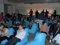 rucomfy-solo-beanbags-arrayed-in-a-cinema-theater.jpg 2,000×1,500 pixels