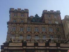 Palac Adria, Prague, Czech republic. Rondokubismus! Prague Czech, Czech Republic, Multi Story Building, Louvre, Architecture, Travel, Arquitetura, Viajes, Destinations