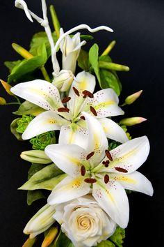 White And Green Floral Arrangement Lilies, anturium, chrysanthemum rosa and leaves clematis https://m.facebook.com/katarzynkaSugArt/