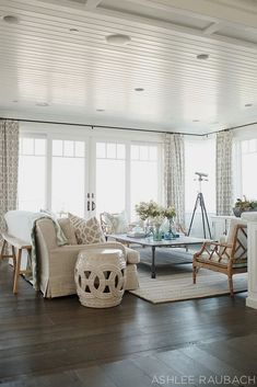 Living Room Design with Coastal Decor and Dark Hardwood Floors. Living Room Design with Coastal Decor and Dark Hardwood Floors. Coastal Living Rooms, Home Living Room, Living Room Designs, Living Room Decor, Living Spaces, Small Living, Coastal Bedrooms, Modern Living, House Of Turquoise