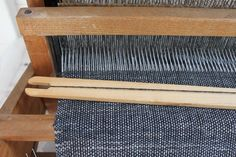 plain weave, using white linen warp and navy cashmere weft, for a spring scarf __ by JUNKAHOLIQUE Weaving Yarn, Weaving Textiles, Textile Fabrics, Hand Weaving, Woven Image, Tapestry Loom, Weaving Projects, Fabric Strips, Rug Hooking