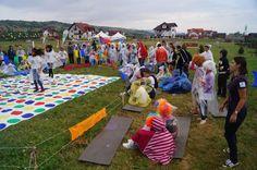 Pentru a se familiariza cu antreprenoriatul, copiii din Ţara lui Andrei au primit sarcina de a construi două parcuri de distracție: http://elenaciric.ro/2013/tara-lui-andrei-cateva-imagini-2013.html