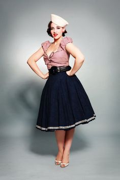 I kind of want to throw another pin up party so me and the girls can dress super girlie :)