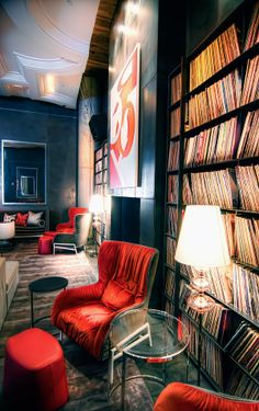 The red chair Vinyl Cafe, Sound Room, Vinyl Room, Chill Room, Home Studio Music, Home Office Space, Dream Rooms, Home Decor Styles, Living Room Designs