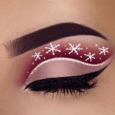 You have to see our Christmas makeup ideas to get inspired for upcoming holiday season. Complete your holiday look with our ideas. #makeup #makeuplover #makeupjunkie #partymakeup