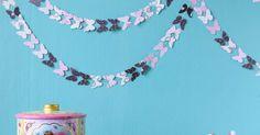 Jämäpapereista askarrellulla perhosnauhalla saa kesäistä tunnelmaa. Katso ohjeet paperiperhosten askarteluun!