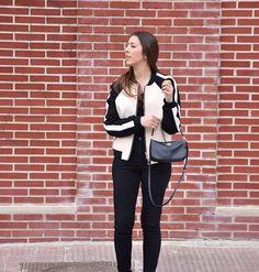 luciahperis This bomber jacket though  | pic by @claudiahperis  #ootd #madrid #style #fashion #look #coach #crossbodybag #accessories #outfit #outfitoftheday #primark #blacktrousers #mango #bomberjacket #spanishfashion #modaespañola #fashionphotography #photography #streetstyle