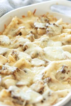 This simple and delicious Mushroom Chicken Alfredo Casserole, is so easy to make, and tastes amazing. If you are looking for a fast dinner, this is the one for you. Alfredo Casserole Recipe, Alfredo Recipe, Casserole Recipes, Rice Casserole, Mushroom Alfredo, Mushroom Chicken, Chicken And Mushroom Casserole, Chicken Casserole, Keto