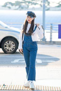Lee Si Yeon, Kim Min Ji, Kpop Fashion, Airport Fashion, Airport Style, Casual Street Style, Style Icons, Dream Catcher, Mom Jeans