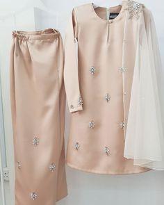 Modesty Fashion, Muslim Fashion, Fashion Dresses, Kebaya Modern Dress, Kebaya Dress, Mode Abaya, Mode Hijab, Hijab Fashionista, Indian Gowns Dresses
