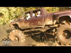 A super cool Chevy/Cummins rig put a serious hurt on one of the mud holes at Shiloh Ridge near Alto, TX during the October 2011 ride. Jacked Up Chevy, Jacked Up Trucks, Cool Trucks, Chevy Trucks, Pickup Trucks, Big Monster Trucks, Jorge Martinez, Future Trucks, Cummins