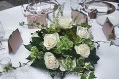 Abbobbi floreali, centrotavola e bouquet a tema bianco-verde