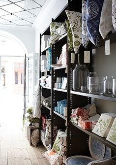 can I live in this shop? *sigh* just love how it looks, so tidy and so arty at the same time