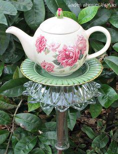 Garden Totem Stake Victorian Roses Teapot by GardenWhimsiesByMary Glass Garden Flowers, Glass Plate Flowers, Glass Garden Art, Glass Art, Succulents Garden, Garden Crafts, Garden Projects, Garden Ideas, Yard Art