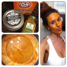 Este refresco mascarilla de miel, la cúrcuma y el bicarbonato limpia y humecta mientras dejándole con una piel más suave, los poros apretados, y una tez resplandeciente suavemente. La miel y la cúrcuma son tanto una forma natural de aligerar las cicatrices del acné, manchas de sol y manchas de la edad. Utilice una vez a la semana durante 15-20 minutos. 1 cucharadita de bicarbonato de sodio 1 cucharadita de miel 1/2 Dash cúrcuma de los sueños dulces de agua!