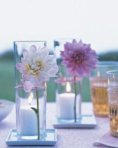 Ideia de decoracao para mesa com vela e florzinha
