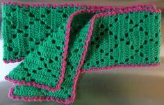 Uit het boek Haken en Kleur maakt ik het sjaaltje. Ik gebruikte garen van de zeeman, de baby soft. Heerlijk groen kleurtje met een roze rand...