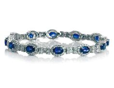 Pulsera con zafiros y diamantes (13.740 €) de Nicols.  Más joyas para tu boda en http://www.elle.es/novias/tendencias/joyas-novias